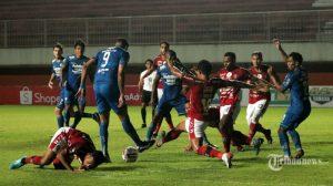 SKOR Persib vs Persebaya Babak 1: Diwarnai Gol 38 Detik & Kartu Merah, Maung Bandung Unggul 3-0